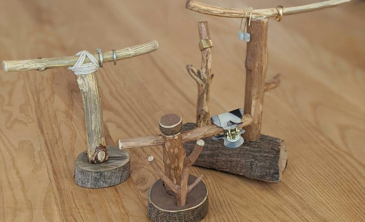 Roundhouse Marketplace Jewelry Stand